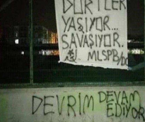 İstanbul'un farklı semtlerinde MLSPB şehitleri için pankartlar asıldı