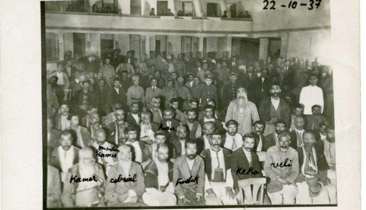 20-Ekim-1937-Elazig-Istiklal-Mahkemesinde-Dersimin-ileri-gelenleri-yargilanirken.